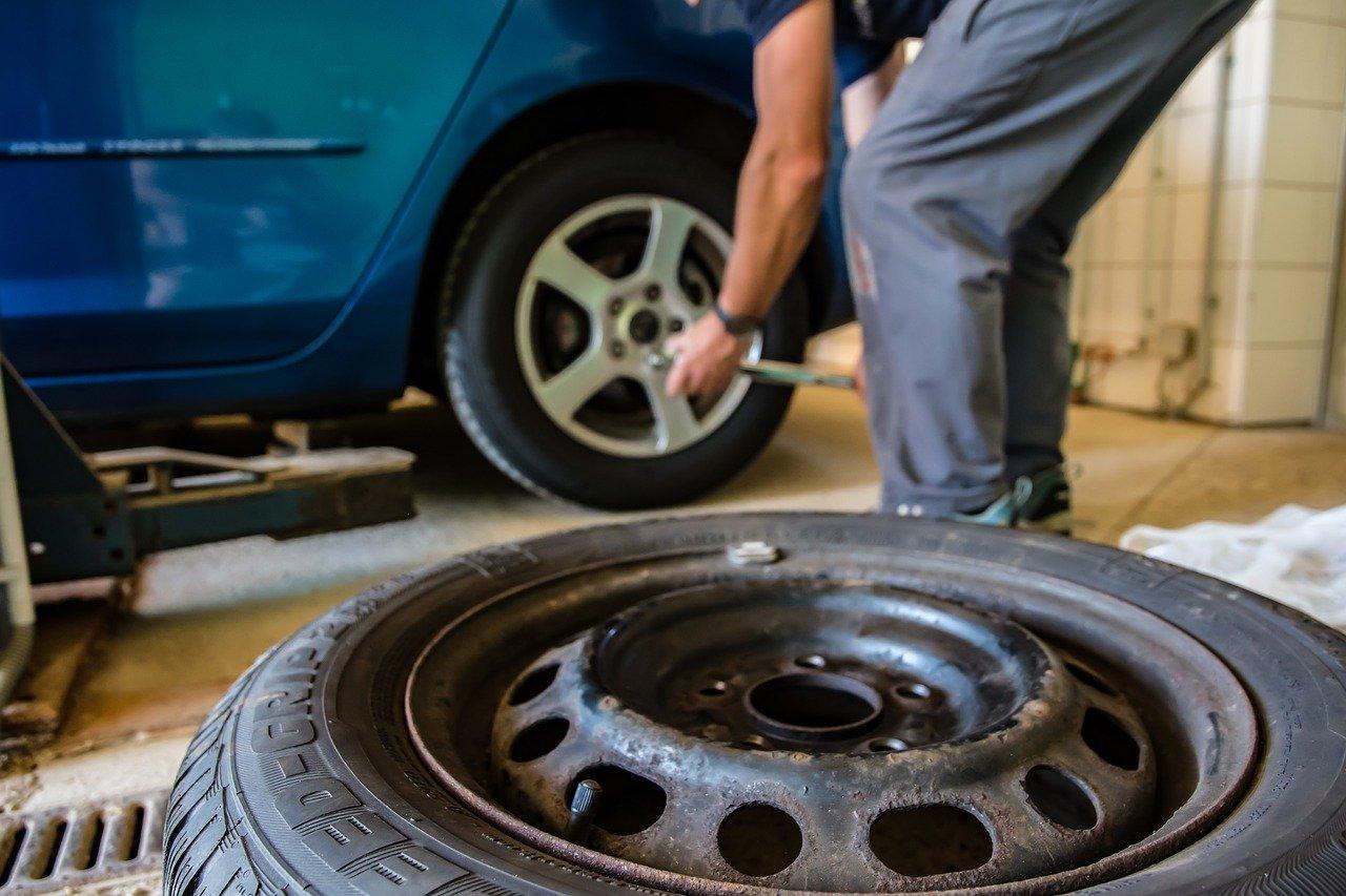 Правильное обслуживание для обеспечения долговечности ваших шин